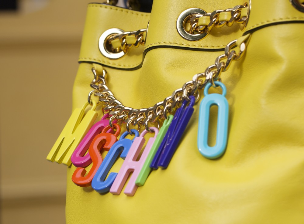 moschino logo chain bucket bag shoulder