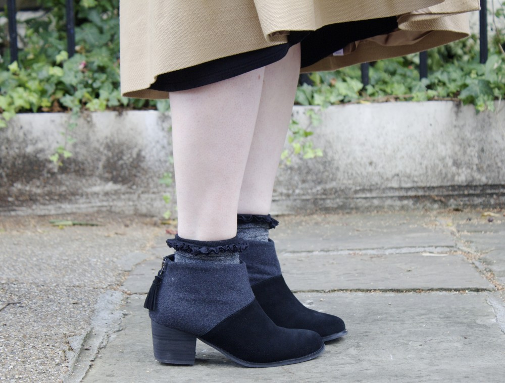 toms ankle boots grey and black