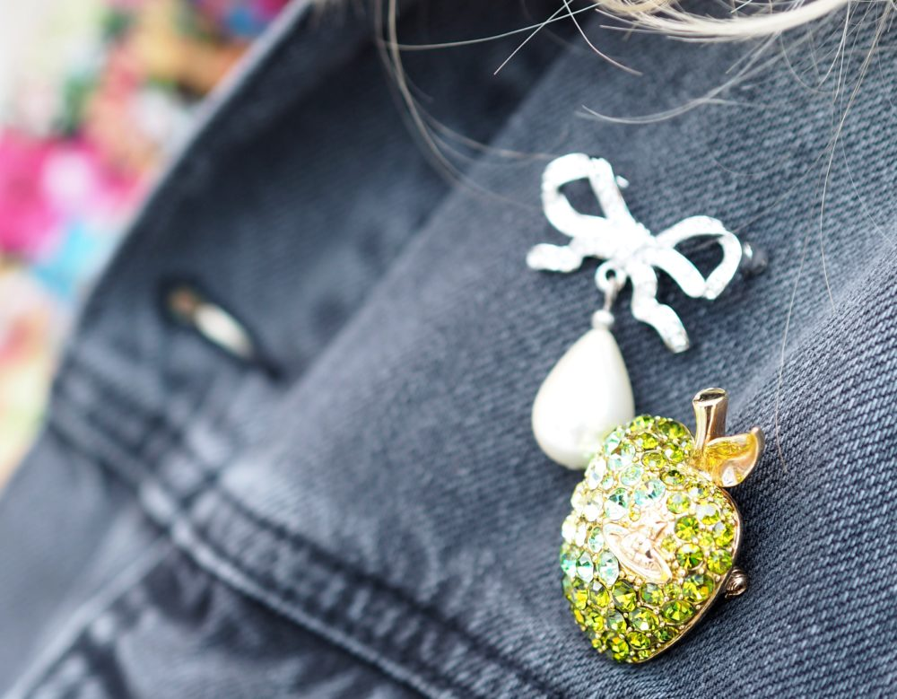 vivienne-westwood-apple-brooch