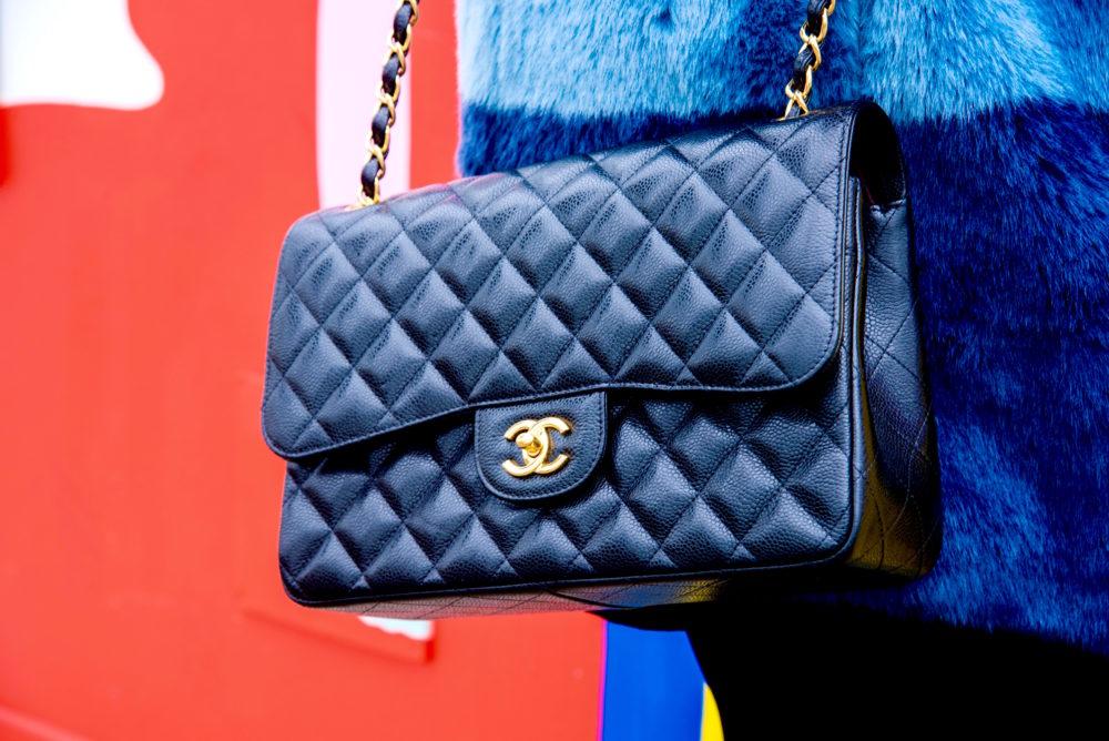 chanel-black-handbag-jumbo-caviar