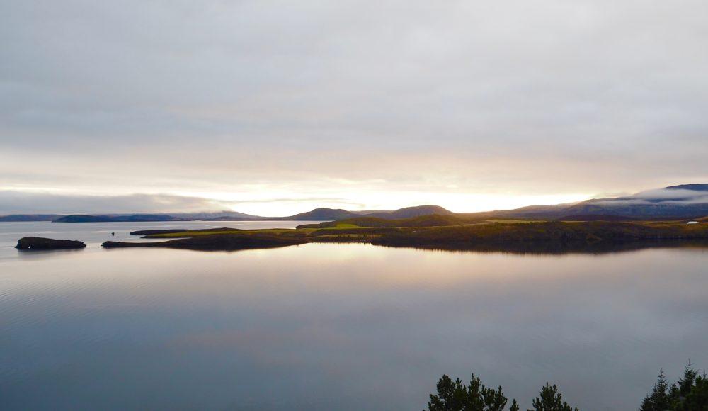 iceland-landscape-travel-blogger-golden-hour