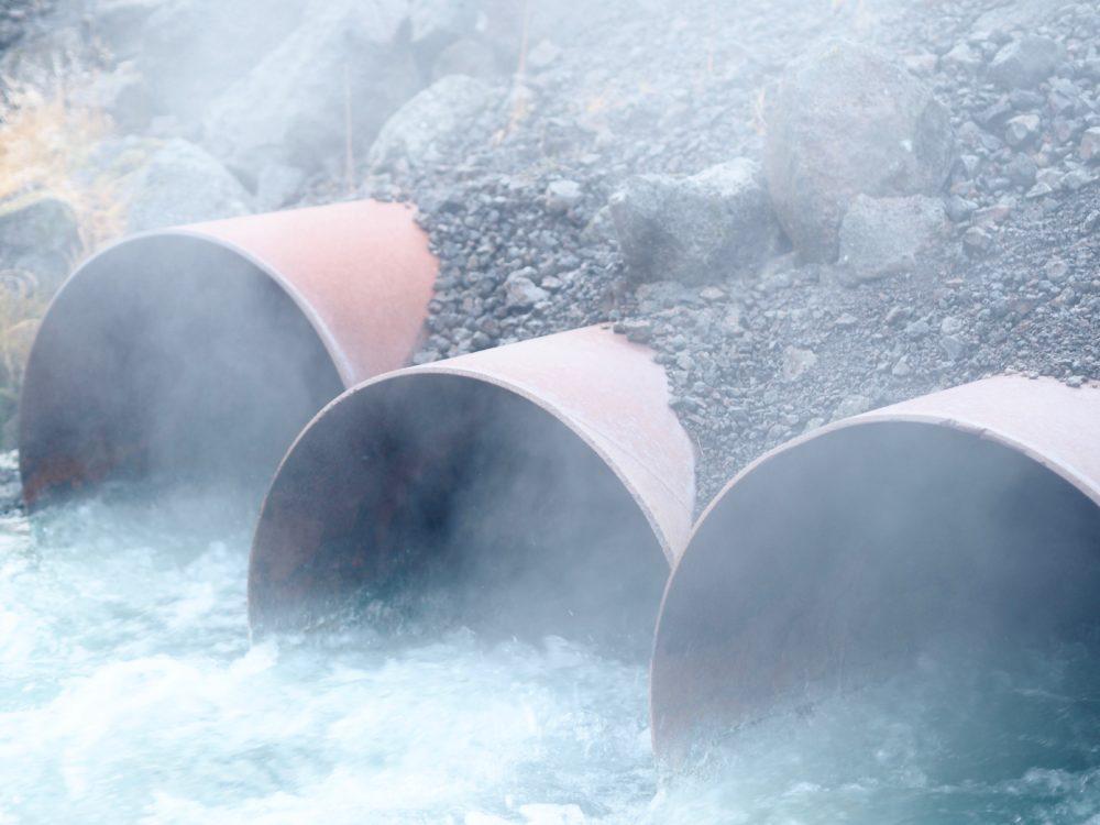 iceland-landscape-travel-blogger-river.