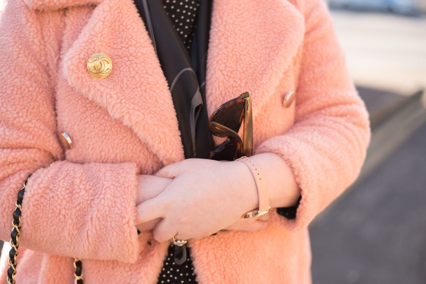 chanel gold brooch vintage blogger