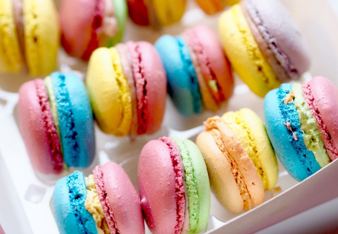 rainbow-macaroons-with-juicy-couture