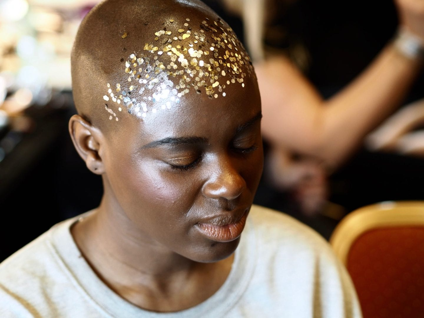 Backstage-at-LFW-With-Hellavagirl-X-Benefit-Cosmetics-forehead-glitter