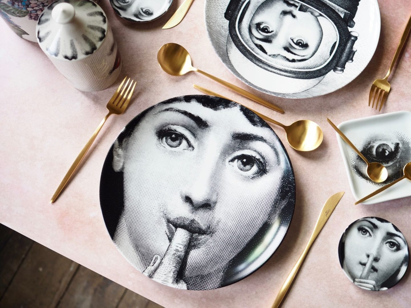 fornasetti-place-plates-wall-places