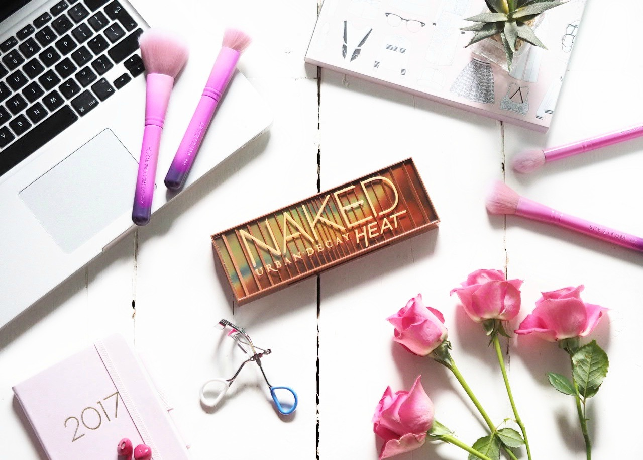 Urban-Decay-Naked-Heat-Eyeshadow-Palette