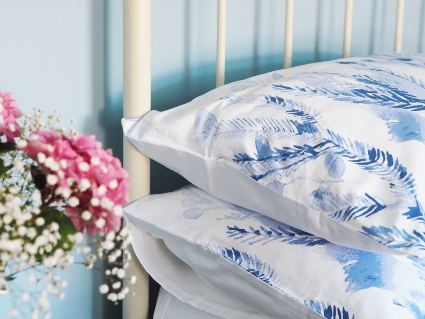 sheridan-bedding-blue-and-white-floral-double