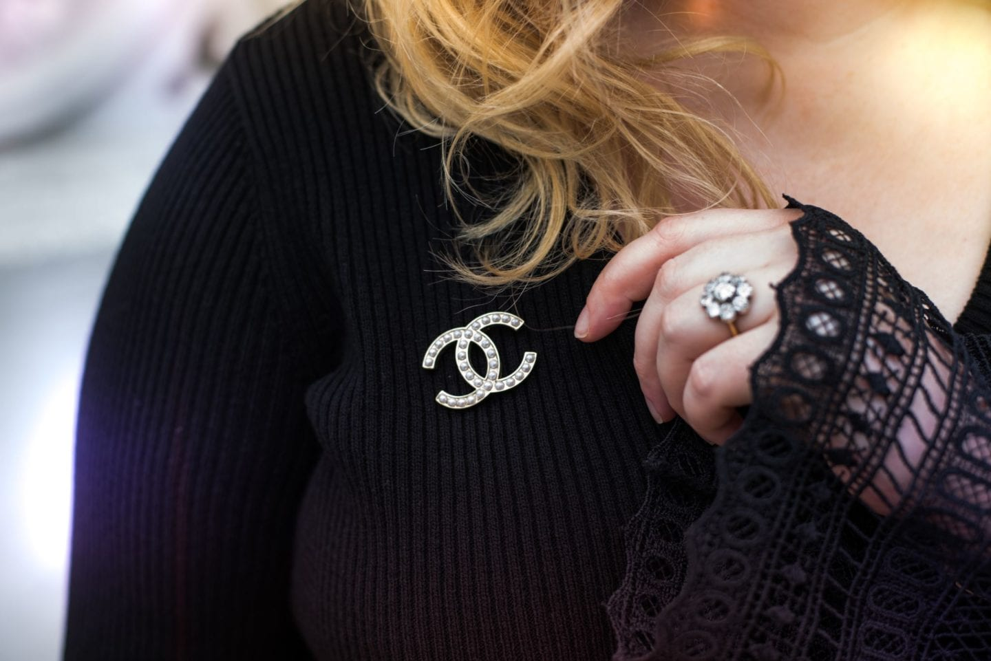 chanel pearl brooch classic