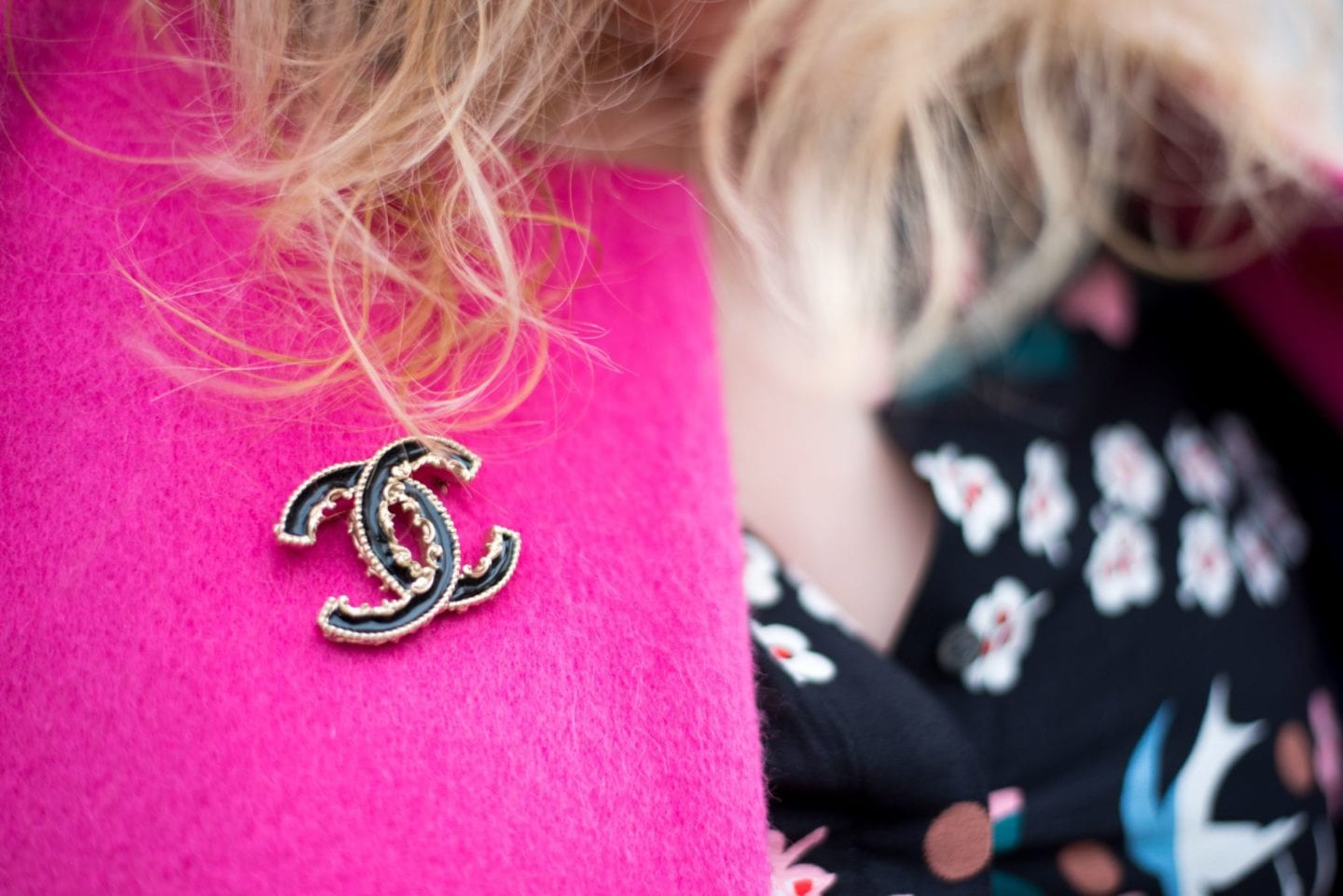 chanel baroque brooch black