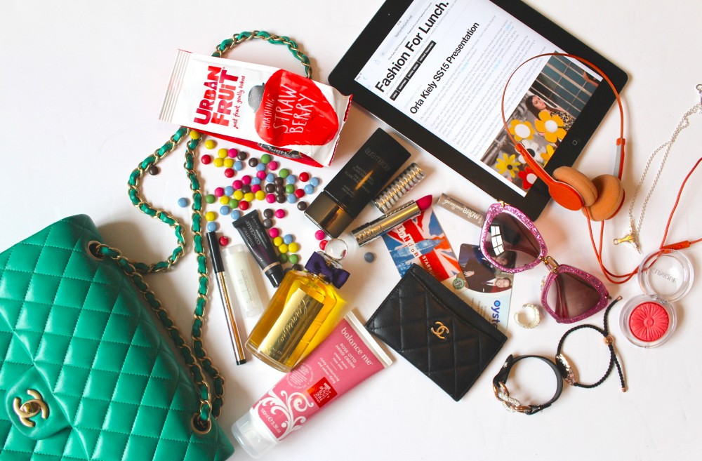 fashion for lunch blogger whats in my handbag green  chanel bag