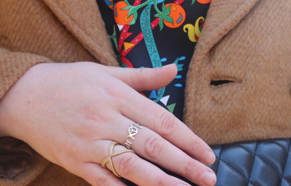 bouton wishbone ring