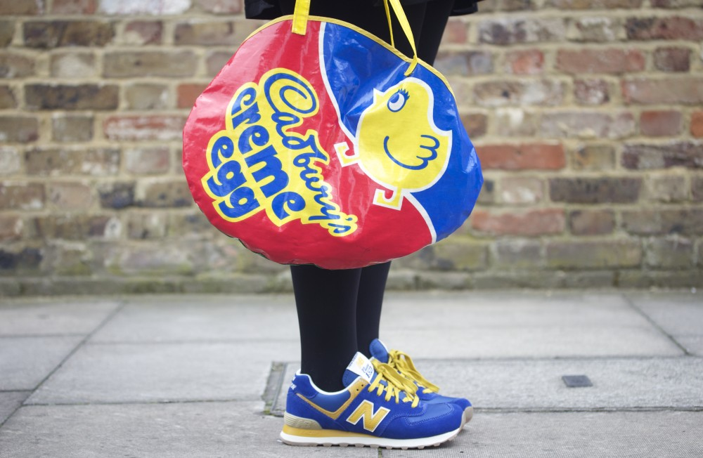 vintage novelty handbag cadburys creme egg bag