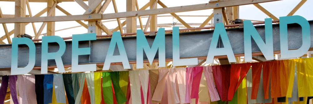dreamland margate sign with ribbons entrance