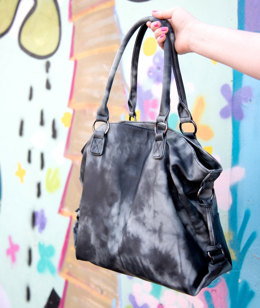 next everyday tote bag black tie dye