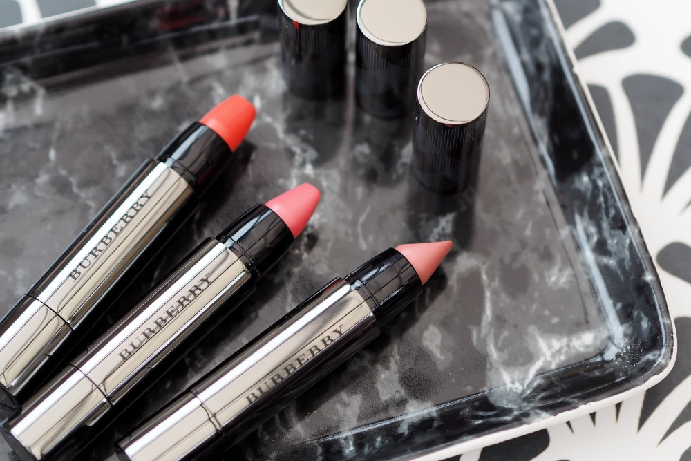 vBeauty: Burberry Full Kisses lipstick swatches