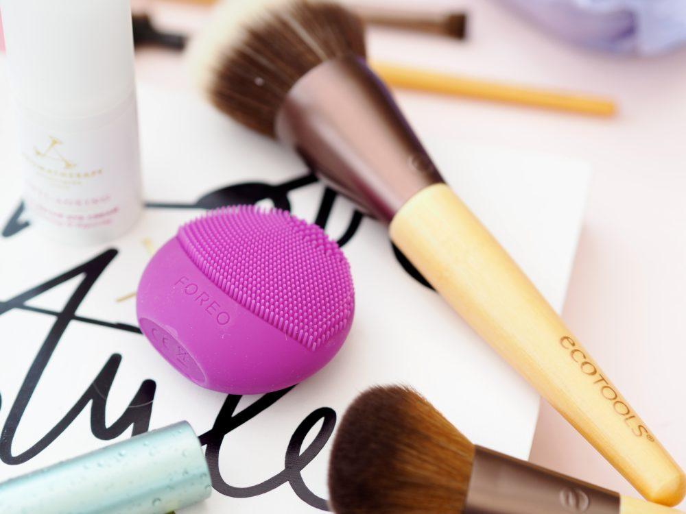 Foreo-Luna-Mini-Cleansing-Brush-purple