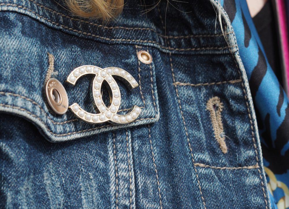 chanel-pearl-brooch-classic-interlocking-c