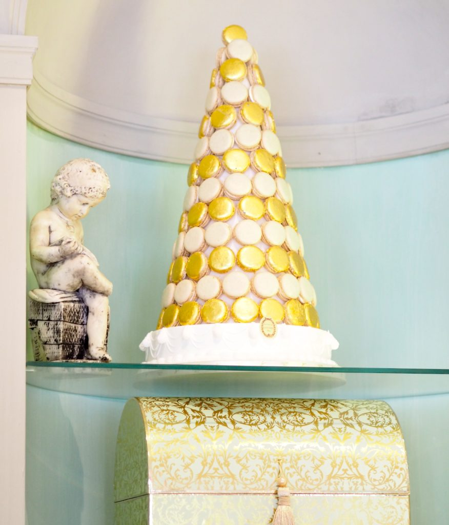 laduree-madison-aveune-new-york-gold-tower-of-macaroons