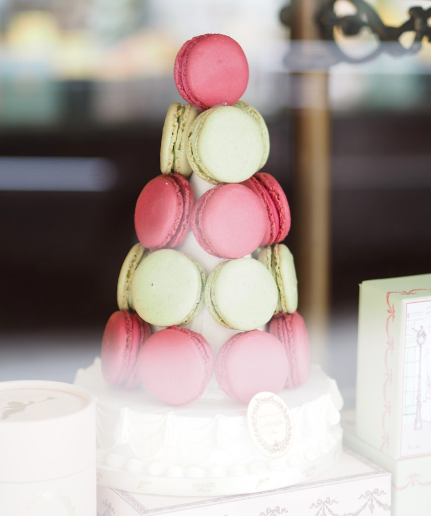 laduree-madison-aveune-new-york-tower-of-macaroons