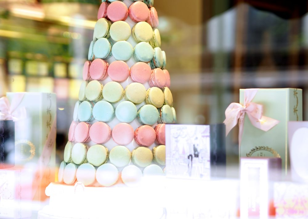 laduree-madison-aveune-new-york-window-display