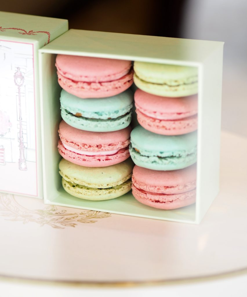 macaroons-laduree-madison-aveune-new-york-in-a-box