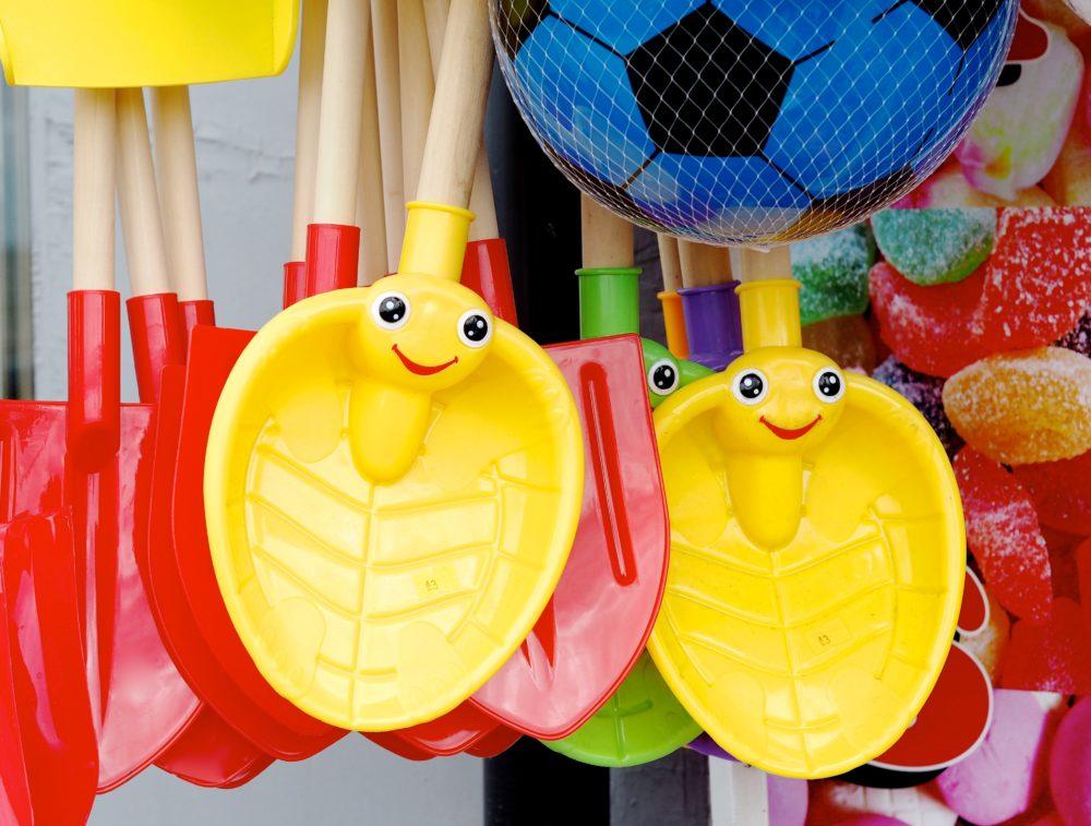 smiley-face-spade-seaside-bucket.