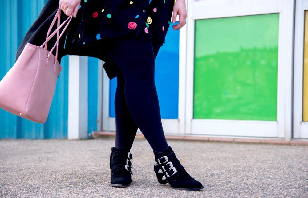 fashion-blogger-walking-shot