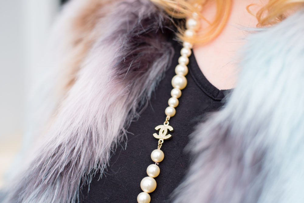 chanel-pearl-necklace-fur-jacket