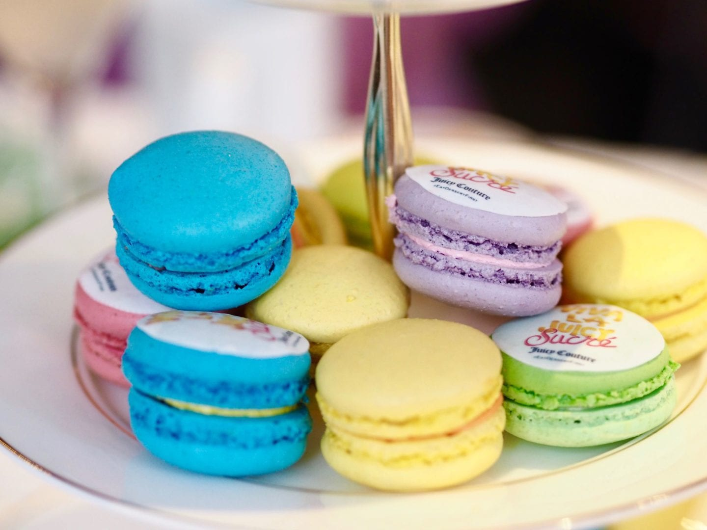 rainbow-macaroons-juicy-couture-sucre-fragrance-launch