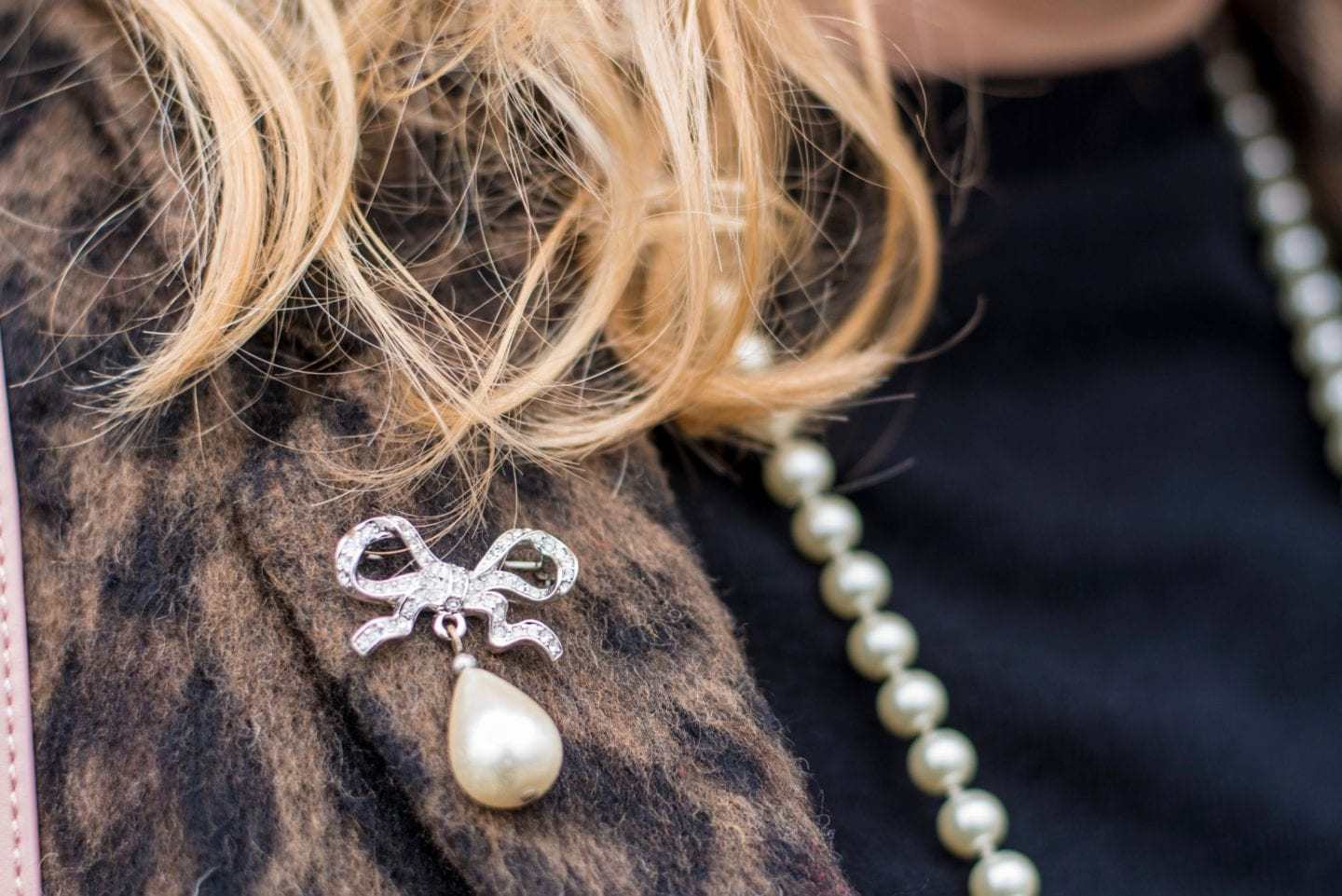 vivienne westwood bow brooch and pearl