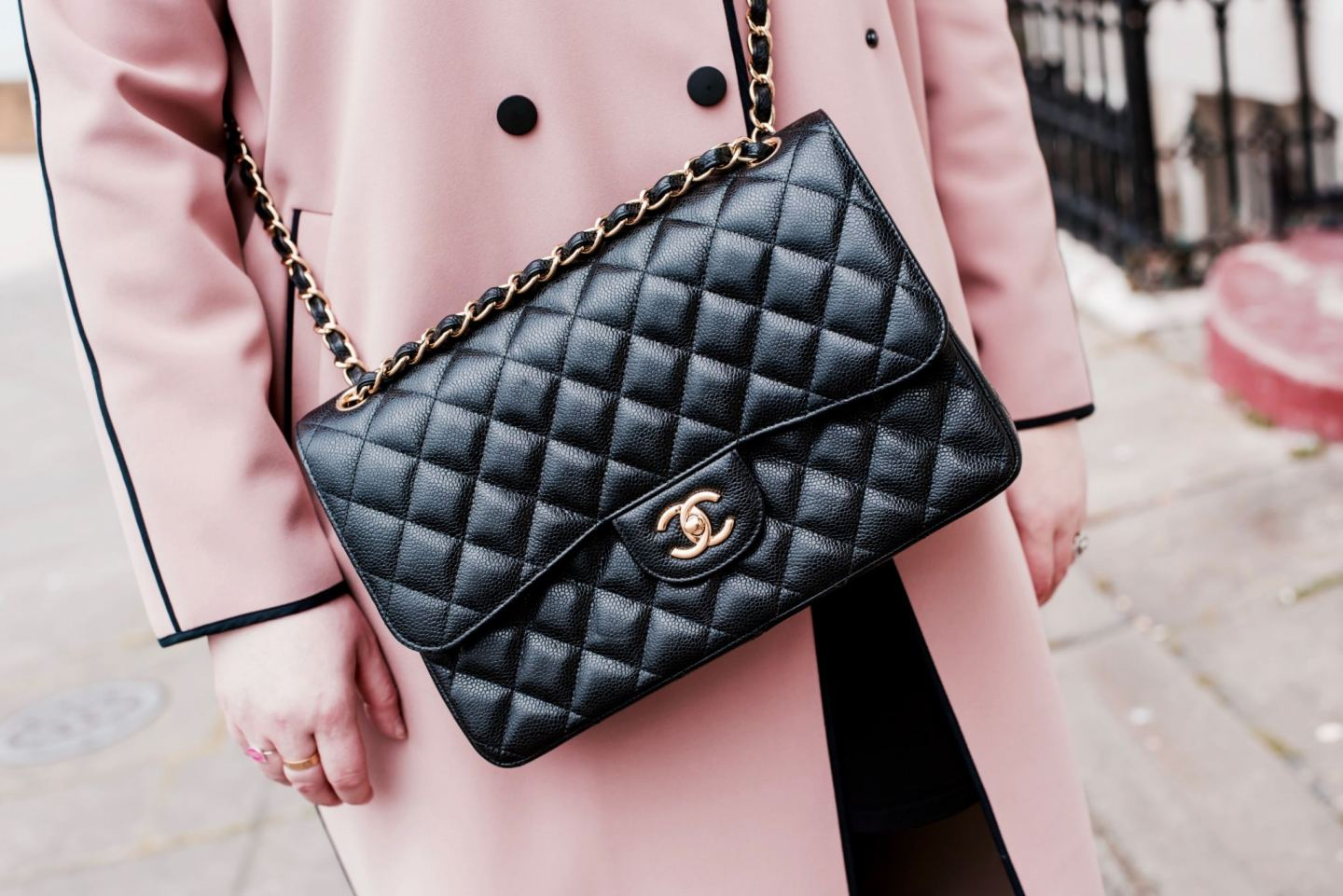 chanel jumbo handbag black leather caviar