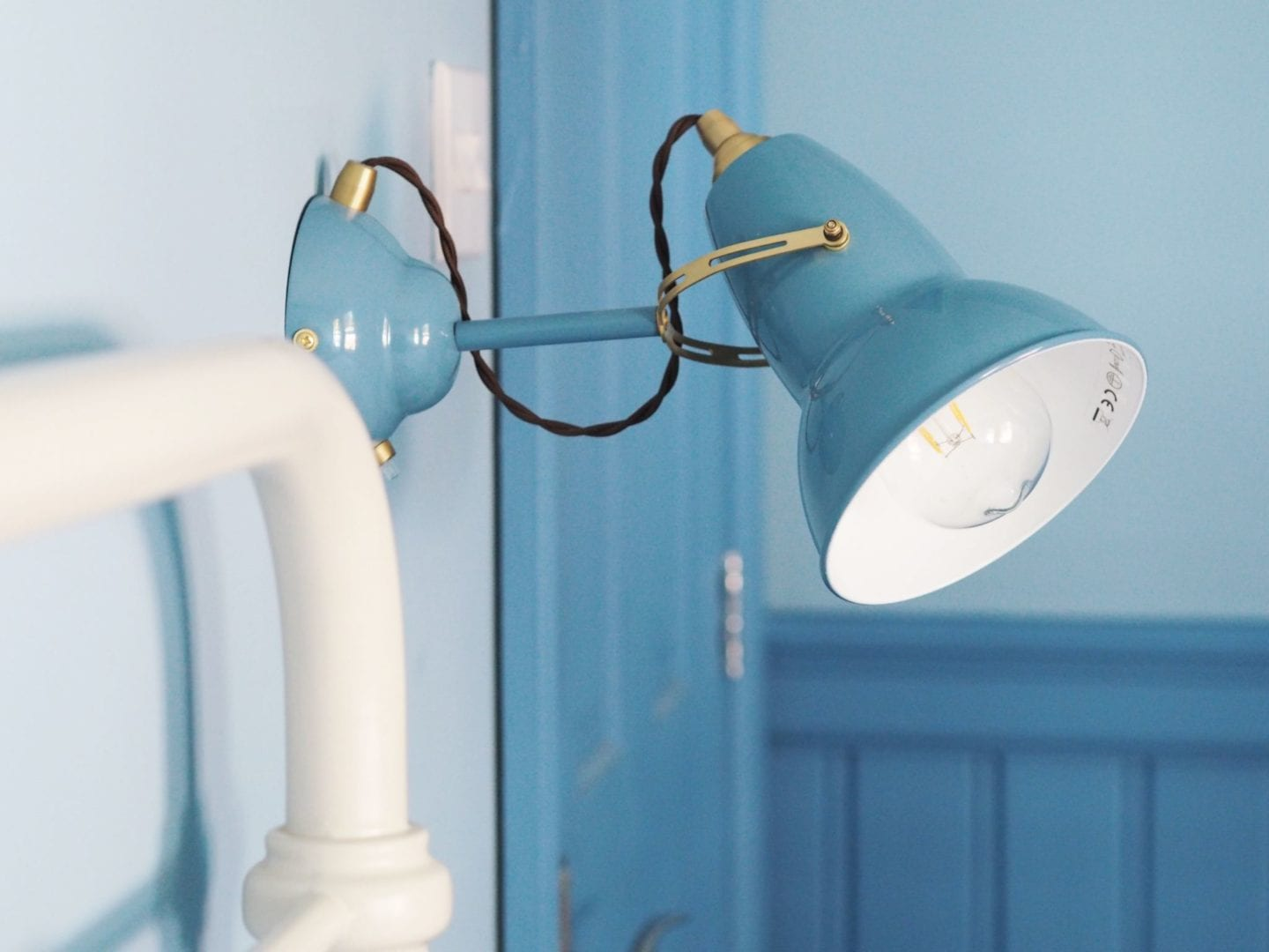 anglepoise-lamp-blue-wall-light