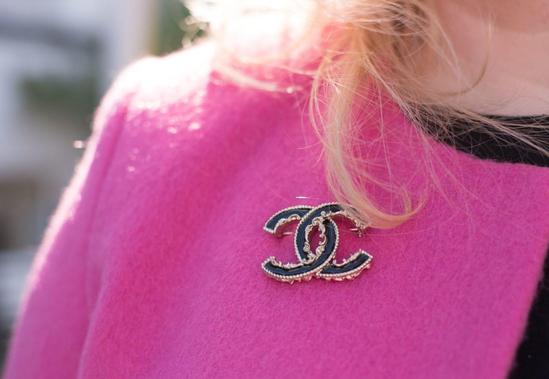chanel brooch black baroque badge pin