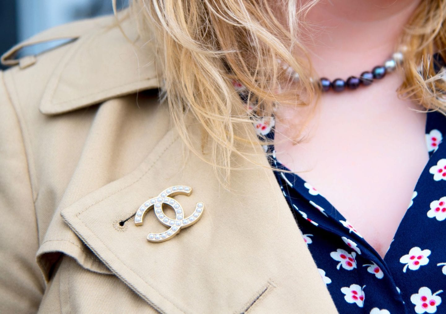 chanel classic pearl brooch