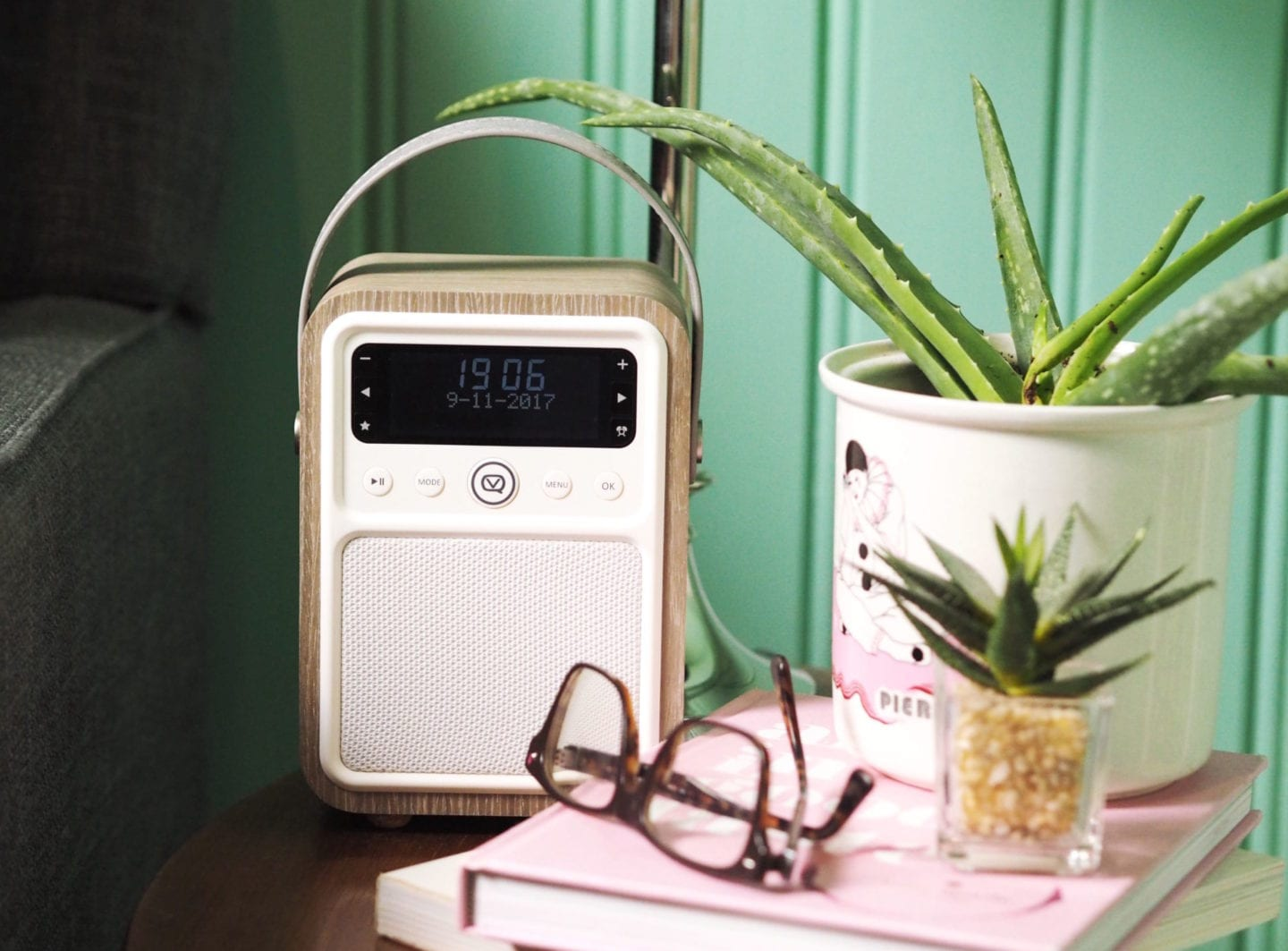 VQ Black Friday Deal monty radio in wood vintage style retro