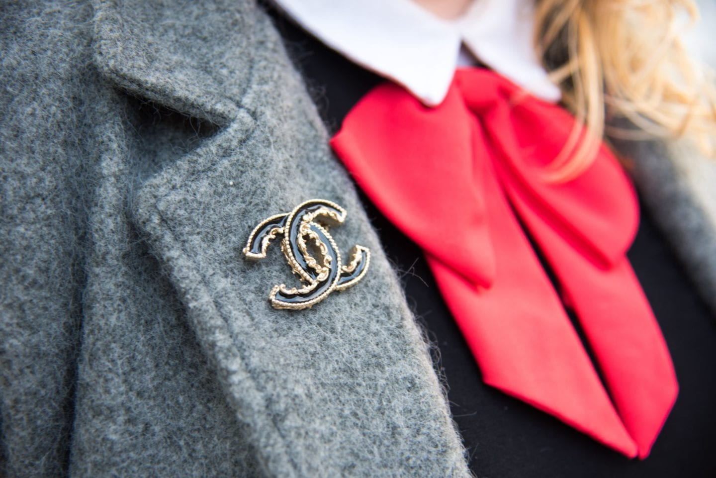 chanel baroque brooch black classic
