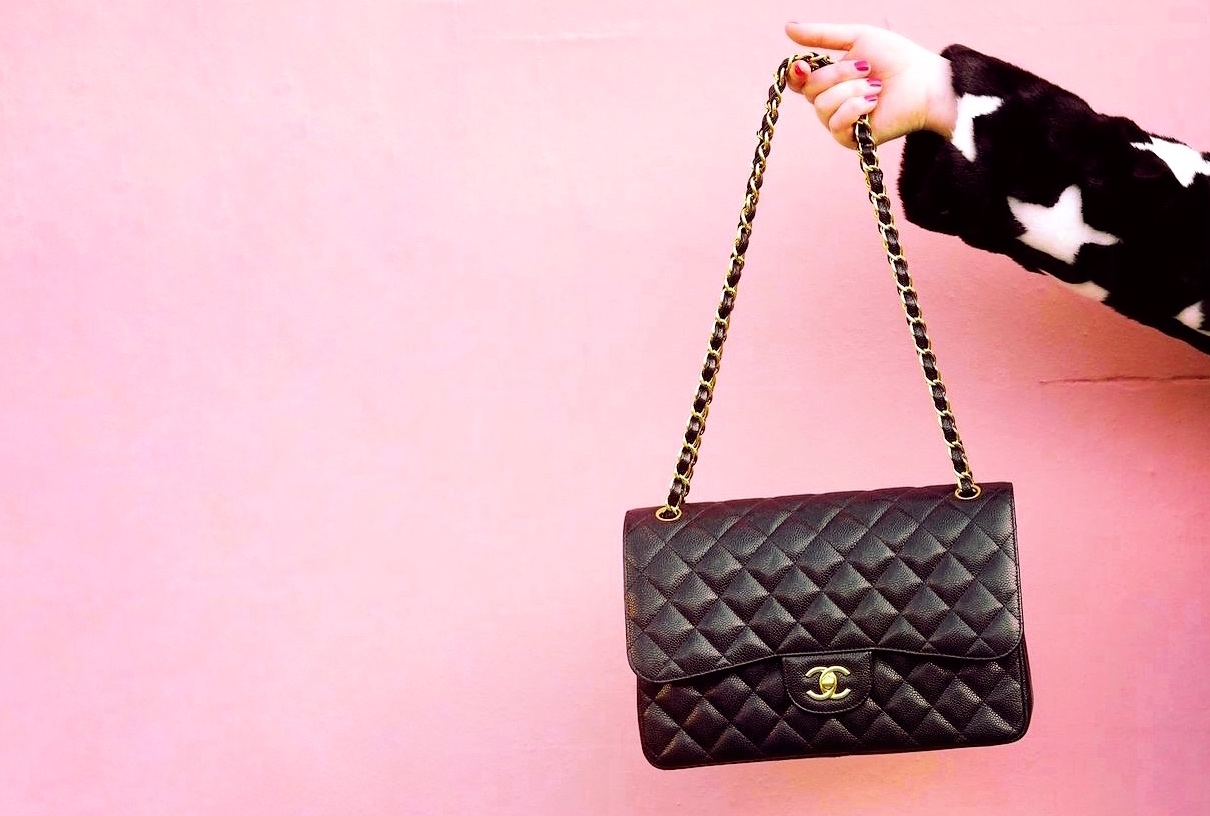 chanel-handbag-classic-flap-black-jumbo-size-caviar-leather