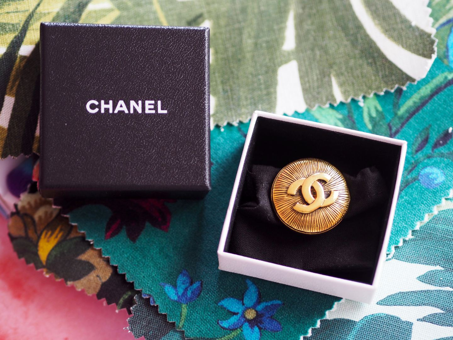 chanel vintage gold tone brooch