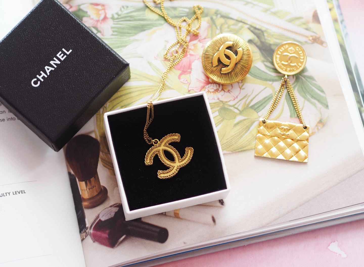vintage chanel gold tone interlocking c's necklace