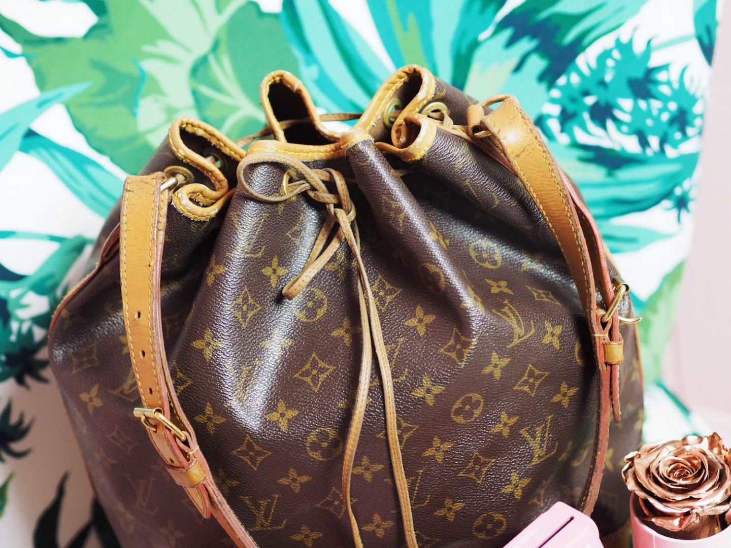 louis vuitton bag handbag noe vintage duffle detail drawstring
