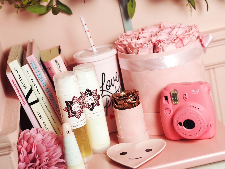 a ren love gift set Luxe Bath & Shower Treatsa ren love gift set Luxe Bath & Shower Treats