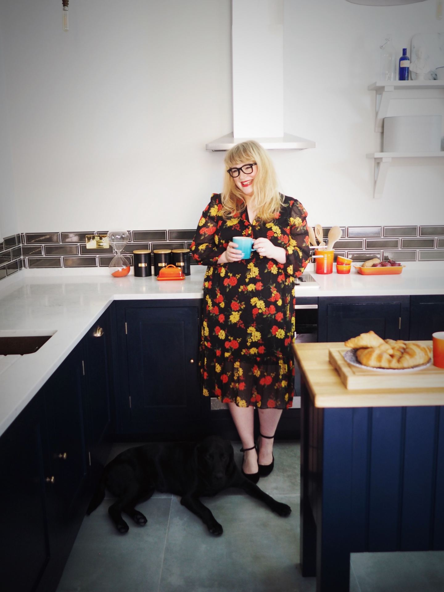 harvey jones kitchen navy blue fashion for lunch blog kitchen with gordon the dog