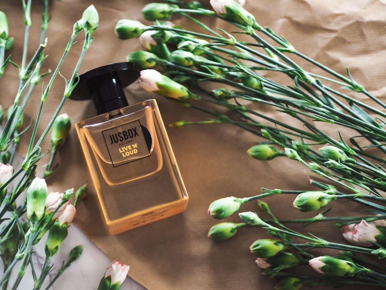 JUSBOX 'Live 'N' Loud' perfume fragrance review.