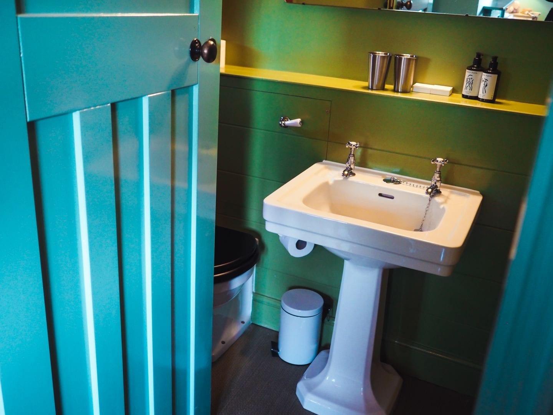 the rose deal kent decor interior design blue bathroom green vintage