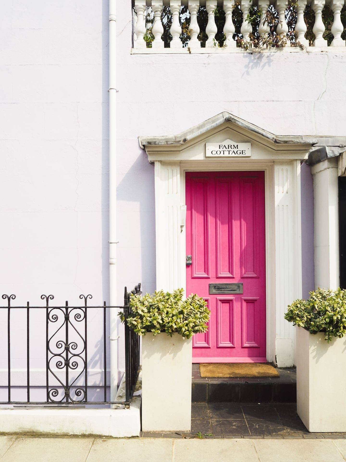 pink door in notting hill london