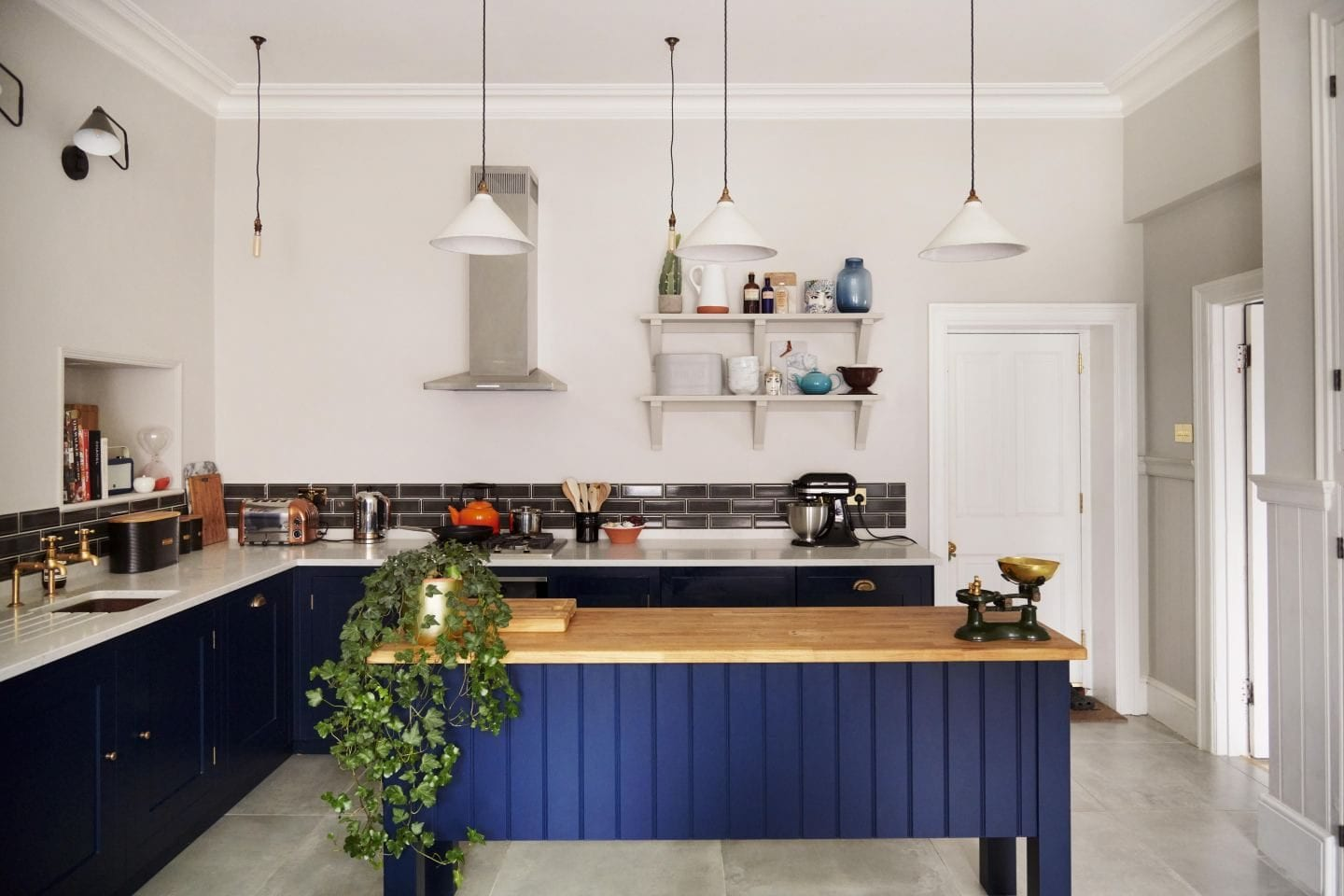 navy blue kitchen fashion for lunch right move margate hallway jon kirsty gordon kitchen harvey jones shaker