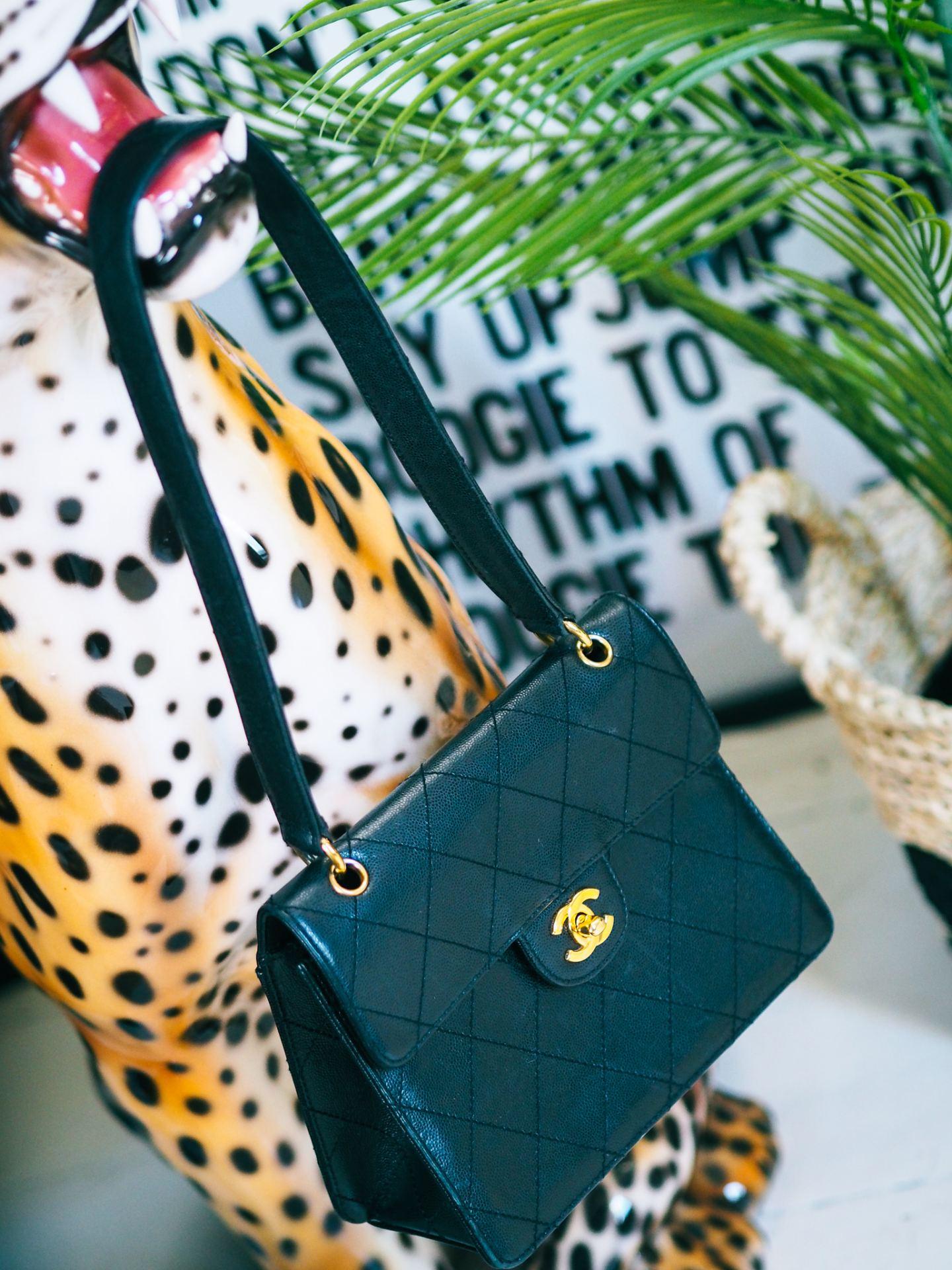 chanel 90s flap shoulder bag review gold eyelets hardware