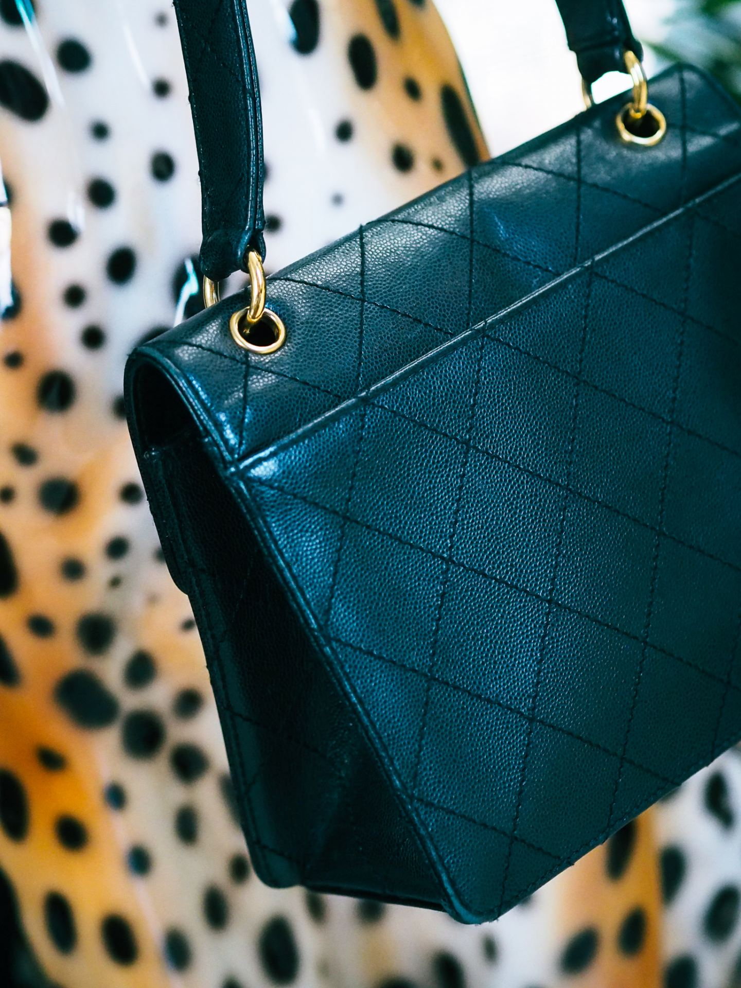 chanel 90s flap shoulder bag review. black slip pocked