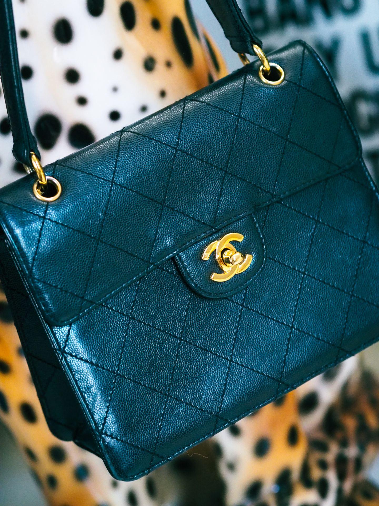 chanel 90s flap shoulder bag review. gold hardware